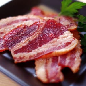 薫製達人 豚バラベーコン燻製 飛騨山椒付き ジャーキー 60g ミールキット レンチン  (ポスト投函-2)|azusaya