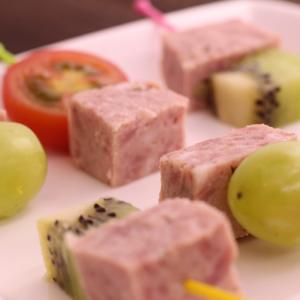 ギフト なっとく豚 山椒ソーセージ 250g×3本 納豆喰豚 天狗 飛騨 なっとくとん 飛騨山椒 ハム|azusaya