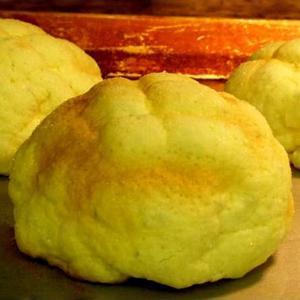 パルファン特有のフワフワ食感と外は丹念に焼き上げパリッパリッとしてメロン風味たっぷりなパンです。  ...
