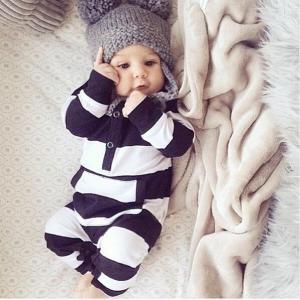 可愛らしい赤ちゃん用ロンパースです。 部屋着やパジャマとしてはもちろん、お出掛け用にもとってもオシャ...