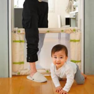 成長に合わせて3段階高さ調節!   キッチン・階段下・玄関付近の「ヒヤリ」から赤ちゃんをガード 赤ち...