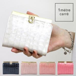 """透明感のあるエナメル素材が美しい""""1 metre carre アンメートルキャレ""""の二つ折り財布。パ..."""
