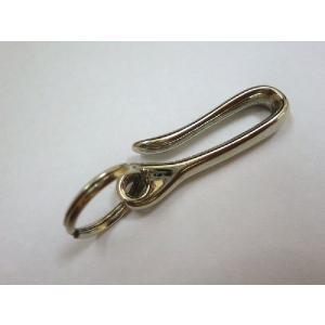 スモールサイズの真鍮製(シルバーニッケルメッキ)の「釣り針ベルトフック」  ベルトループ部分やベルト...