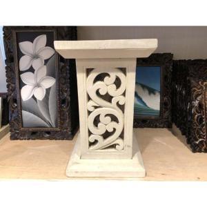 ライムストーンの石柱型オブジェです。 やさしい色合いでお部屋をリゾート風に演出してくれます。上に花瓶...