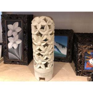 美しい透かし彫りのライムストーンのドーム型オブジェ(L)です。 やさしい色合いでお部屋をリゾート風に...