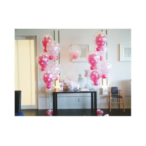 結婚式をバルーンでデコレーション。パールピンクのインサイダーブーケ。軽いので移動も楽々!!受付にも高...