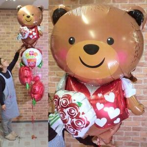 くまさん心を込めて花束を...バルーン電報 結婚祝い プレゼント 誕生日 バレンタイン 開店祝い お花 母の日 敬老の日 バラ クマ【佐川急便】 |balloon-shop