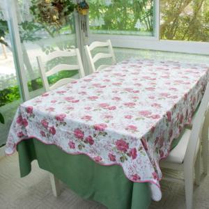 撥水のテーブルクロス、汚れてもお手入れ簡単。 値段もお手頃が嬉しいテーブルクロスです。 137x18...