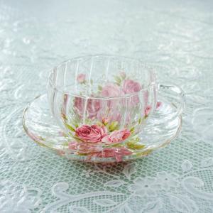 モール状のデザインがエレガントで可愛らしい 耐熱ガラスのティーカップ。 美しい紅茶の色を楽しめ、エレ...