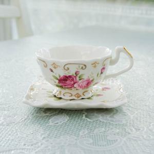 レースの様な繊細な生地に手作業で施されたゴールドライン。 優しく優雅な薔薇がエレガントなティーセット...