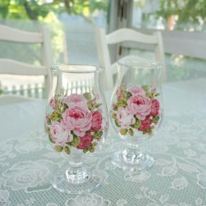 ふっくら大きめの足付きグラスは優雅な佇まい。 ビールやアイスコーヒーになど多用途に 楽しい時間を演出...