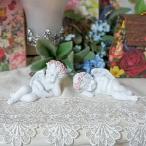 リラックスしたポーズでうたた寝をしている 可愛らしい天使のミニオブジェ。 左右別売りですが、セットで...
