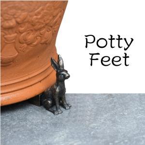 ポットフィートって何? ポットフィートとは、鉢を乗せる足台のこと。 鉢の下に空間をつくるための物です...