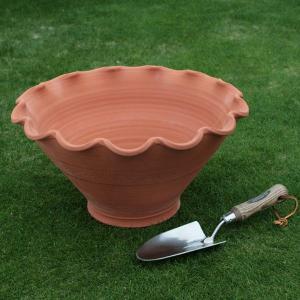 英国 ウィッチフォード スカラップ ボウル 直径41センチ(約13.5号鉢)のテラコッタ/送料無料/|baroness