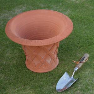 英国 ウィッチフォード フレアー バスケットポット 直径33センチ(約11号鉢)のテラコッタ/送料無料/|baroness