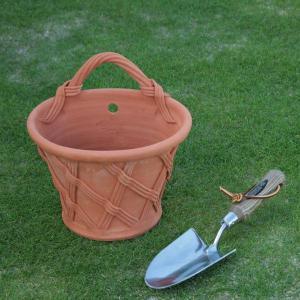 英国 ウィッチフォード バスケット ウォールポット 直径25センチ(約8号鉢)のテラコッタ/送料無料/|baroness