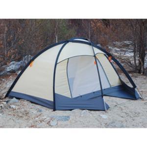 2人用のコンパクトなテントなのに、ツインルームというとても贅沢な設計のテントです。 背が高くて開放感...