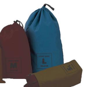 登山やツーリングでの小物類の収納に便利なシンプルなスタッフバッグです。防水コーティング加工された70...