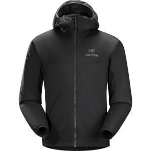 断熱ミッドレイヤーフーディーに防風、耐湿アウターシェルを合わせて、低気温アクティビティ時の重ね着に最...