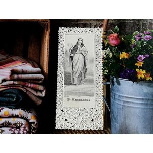 ■size 幅=4.2cm 縦=9.1cm   カトリック聖画などをレース状の切り絵細工で飾った聖具...