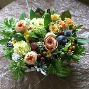 花 誕生日 ギフト プレゼント フラワー 結婚 お礼 感謝 アレンジメント イエロー オレンジ 黄色系 季節のお花を使った 生花 フラワーケーキ ワッフル wy