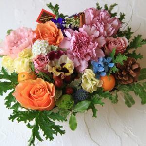 フラワー ギフト 誕生日 結婚 お礼 感謝 アレンジメント カラフル 季節のお花を使った生花 フラワーケーキ ワッフル 花