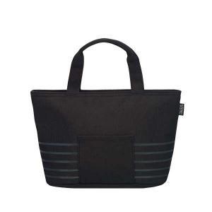 ≪お弁当+αが入る、ゆったりサイズ。≫しっかり保冷ができるランチバッグ。内側には保冷剤がセットできる...