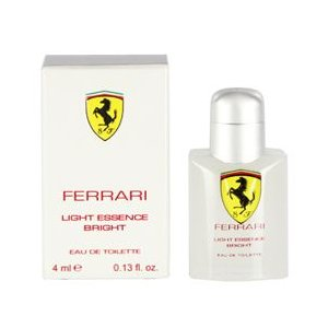 2011年に発売されたユニセックス香水。フルーティー・フローラル・ウッディーの香調をベースにしながら...