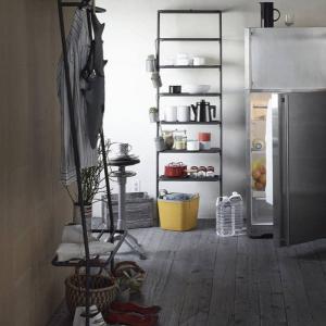 ●DUENDE棚ラック ダークグレイ  壁に立て掛けるだけのありそうでなかった斬新なスタイルの収納棚...