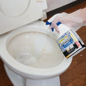 黄ばみや黒ズミを落とすトイレ洗剤 アズマジック カラー