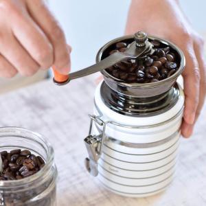 粗さを調節できる陶器製コーヒーミル