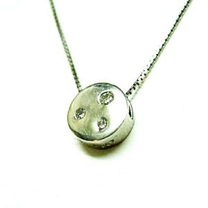 プラチナ900 スリーストーンダイヤモンド ラウンドペンダントネックレス|bellhouse-suzuya