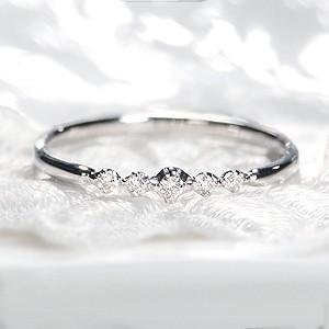 ☆端正なゴールドラインに輝きの良いダイヤモンド5石をセットした細身リング。  シンプルで華奢なデザイ...