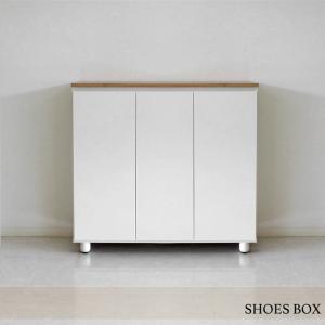 ● 清潔感溢れるホワイト色のシューズボックスです。 玄関が明るく、あたたかくお出迎えする居心地のいい...
