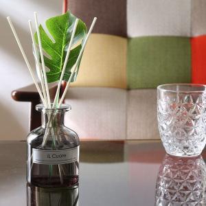 上品で優しいホワイトムスクの香り 材質:香料/溶剤/ガラス サイズ(mm) 全体:幅80 × 奥行8...