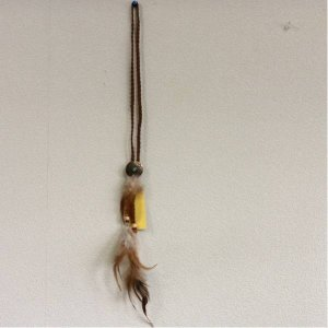 - フェザー革紐ネックレス 茶色 長さ55センチくらい bimota