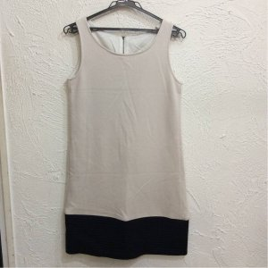 - ノースリワンピース スウェット素材 ベージュ色 裾黒色四角膨れ サイズ38|bimota