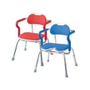 立ち座り動作と座位の安定をサポートするひじ掛け付き。