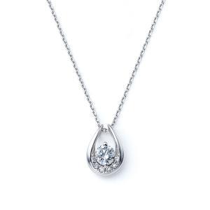 プラチナの質感にこだわり、感動的な着け心地のアイテムが登場しました。 ダイヤモンドの白い輝きをより引...