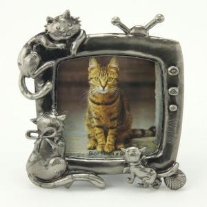 品番:EK915-322  ねこフレーム テレビに夢中な3匹の猫フレーム  /  猫の写真立て|bluebonnet-aoyama