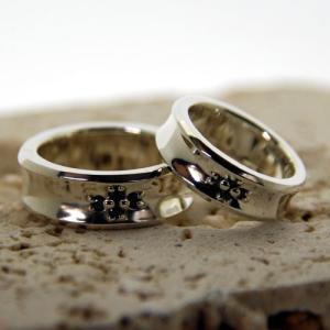ペアリング シルバーリング 指輪 刻印 クロス Shining ditch Cross Ring ブラックジルコニア|bluelace