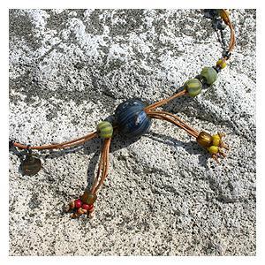 ジャワ玉ビーズ&ビーズ革紐ロングネックレス|bluelace