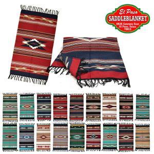 やや厚手でコットンベースの生地で出来たアメリカンな雰囲気が出ている柄が印象的なラグです! 手織りでし...