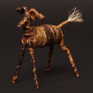アフリカ ケニア バナナファイバー アニマル 動物 バッファロー (Mサイズ) 置き物|bogolanmarket