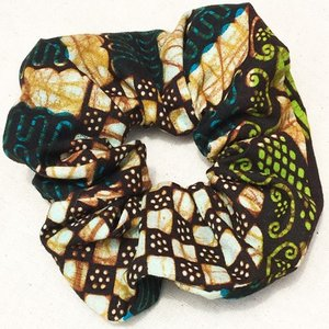 アフリカンワックスプリント シュシュ No.16 パーニュ アフリカ布 ヘアゴム ヘアアクセサリー |bogolanmarket