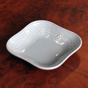 サイズ: W120mm x H25mm   昔から英国人が紅茶を楽しむ様式や豊かな装飾の伝統を現代に...