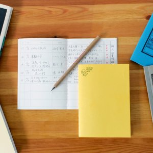 本の情報や感想を記録する為に考えられたオリジナル罫線、ノート1冊で本200冊記録、本柄の中表紙、本を...