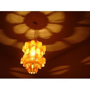 P.P. WOOD SHADE MATSU2-W 松2-ウッド 照明作家 谷俊幸 デザイナーズ照明 ペンダントライト インテリアリビング ダイニング花の形や色んな表情の光と影|bricbloc