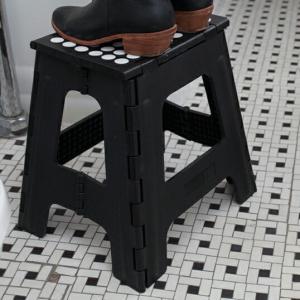 Big Ez Step Up Rhinoビッグイージーステップアップライノホワイト ブラック畳んで持ち運べる便利な踏み台脚立インテリア簡易イスアウトドアKikkerland|bricbloc