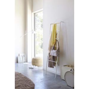 ラダーハンガータワーホワイト ブラックズボンやスカーフの収納洋服の一時掛けにも便利な立て掛けラダーハンガー収納家具インテリアリビング玄関|bricbloc